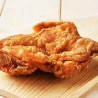 鶏モモ丸揚げ 290円(税込)
